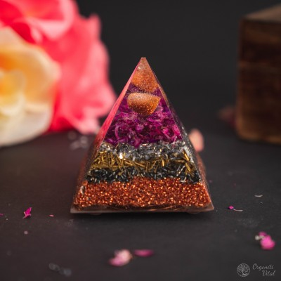 Gold stone -orgonite pyramid
